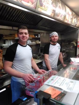 Mezza Lebanese Restaurant: Servicio amable y simpático