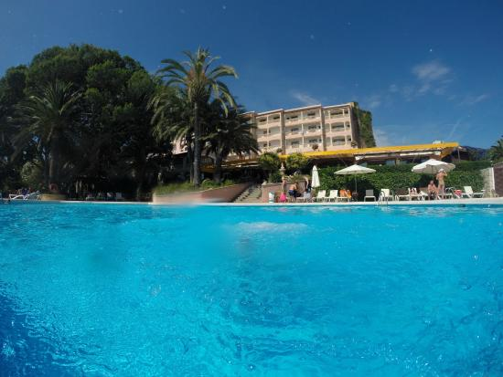 Na Taconera: View from swimming pool to hotel with GoPro cam