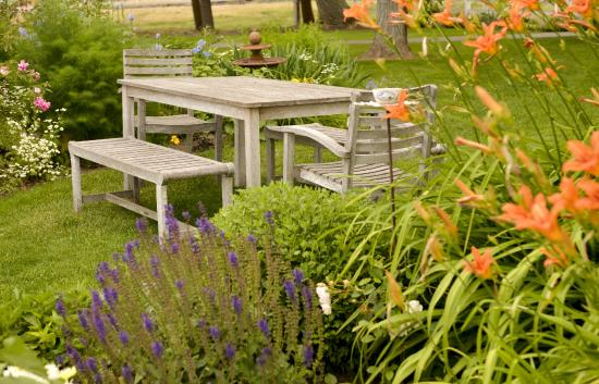 Woodward Canyon Winery: The shady perennial gardens are perfect for a picnic lunch.