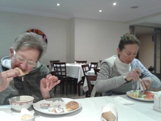 Hotel Almas : Si mangiaaa !!