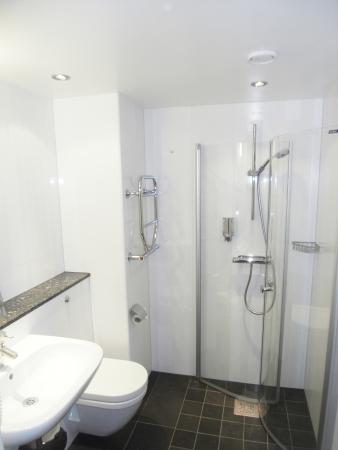 Room with shower Arena Hotel