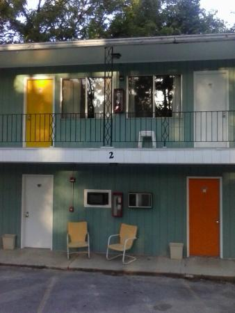 The Joy Motel : outside of rooms