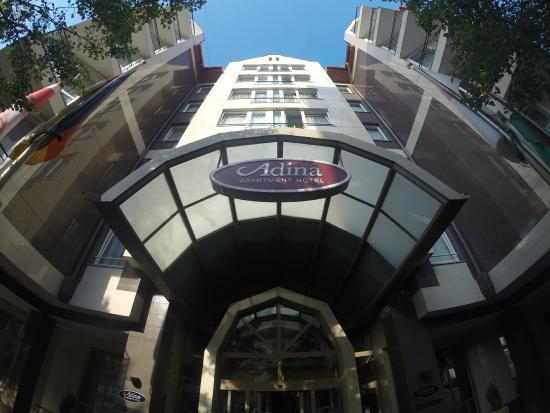 Adina Apartment Hotel Budapest: Вход