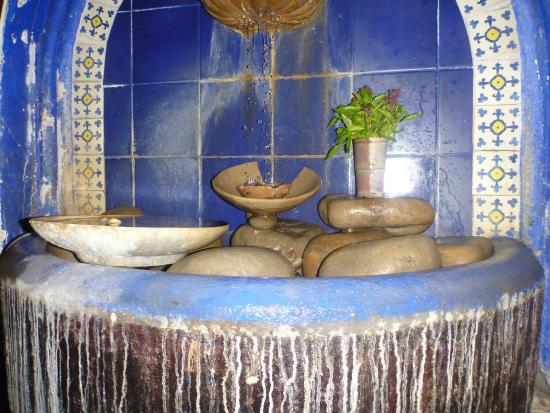 Emilio's Pizza: Fountain inside upstairs