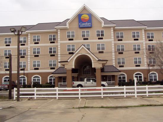 Quality Inn & Suites I-35 / Walnut Hill: Front Entrance II