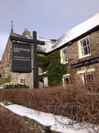 Sandpiper Inn: Snowy exterior