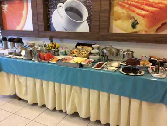 Pousada Villa Atlantica: Café da manhã.