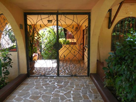 Villas Nicolas: Front security gate