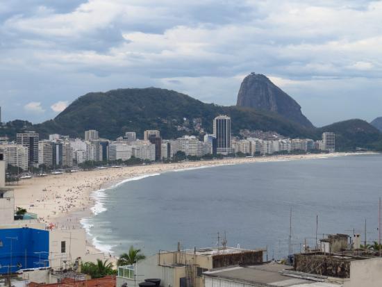 Copacabana Rio Hotel : Vista da do terraço/piscina do hotel