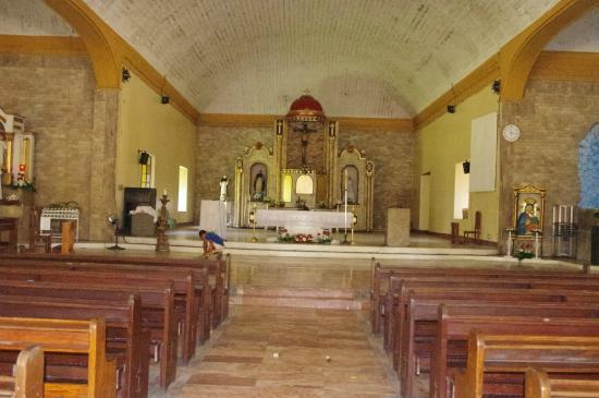 Asingan, Philippinen: Looking towards the altar