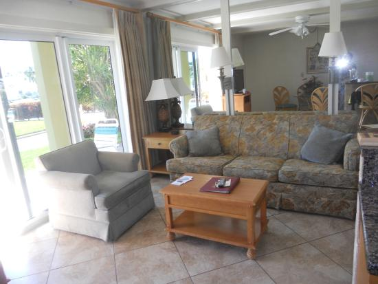 Coral Reef Resort: sitting