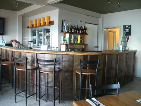 Waterfront Cafe & Bar: Bar area