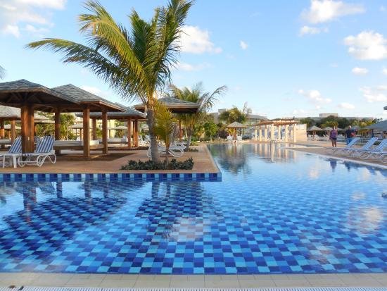 Massive pool picture of melia jardines del rey cayo for Jardines del rey