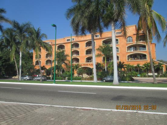 Marina Park Plaza Huatulco: Front of hotel