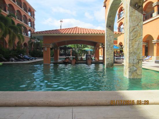 Marina Park Plaza Huatulco: Pool area