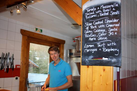 Chalet Bluebell Les Gets : Duncan in action with sample menu