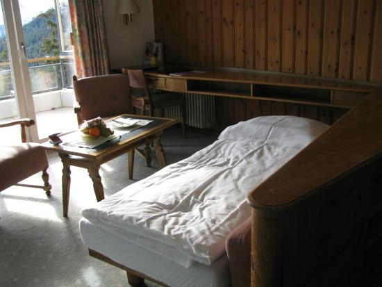 Hotel Pratschli: Third bed made up from the sofa in a separate area
