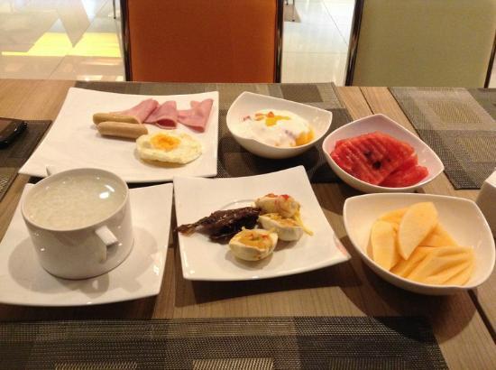 Mida Hotel Ngamwongwan: อาหารเช้าโอเค