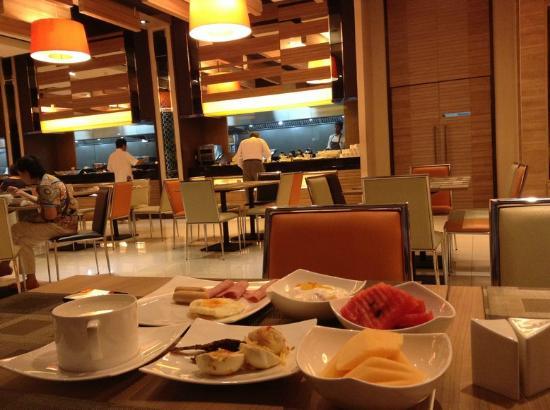 Mida Hotel Ngamwongwan: อาหารเช้า