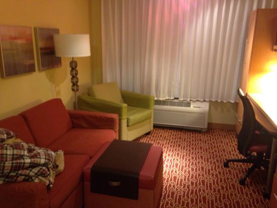 TownePlace Suites Erie : Living Room.