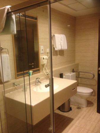 Holiday Villa Bahrain Hotel & Suites: دورة المياه