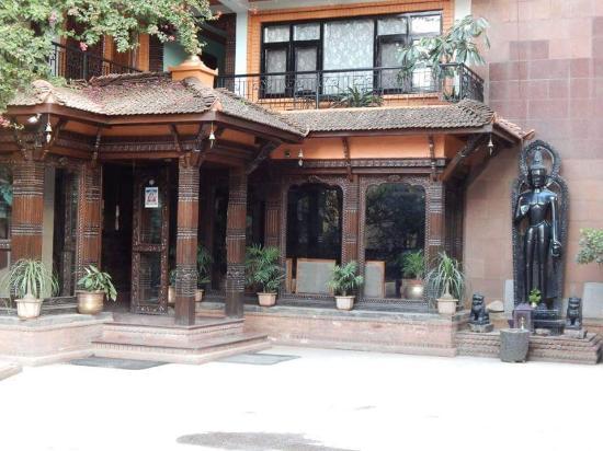 International Guest House: hotel exterior