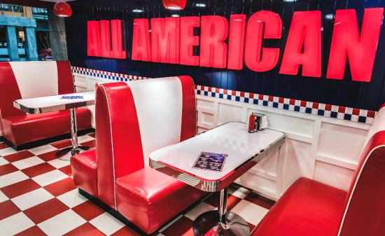 82 American Diner: Retro Interior