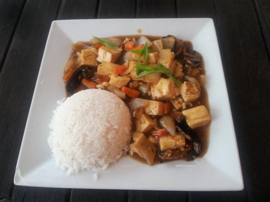 Oasis Cafe : spicy tofu and mushroom stirfry