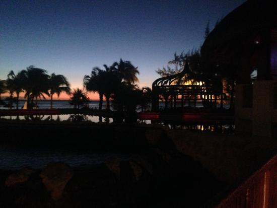 Le Meridien Ile Maurice : The terrace in the evening