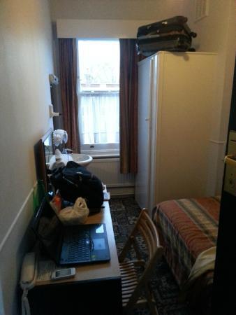 Beaver Hotel: Una camera larga come una carrozza letto in treno.
