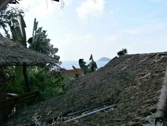 Shambhala Bungalow Village: Blick vom Bungalow zum Meer
