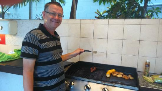 Getaway On Grafton: BBQ by pool