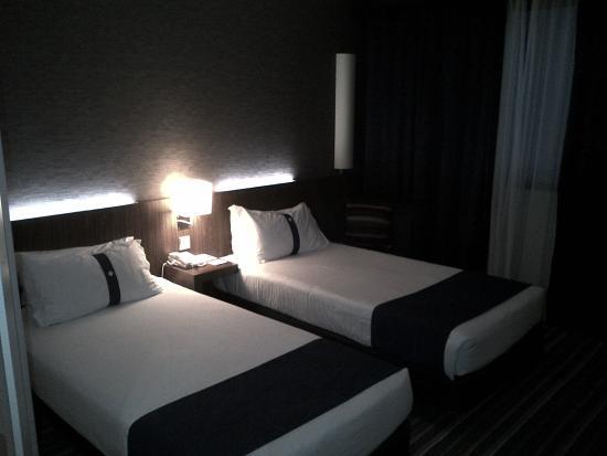 Holiday Inn Express Lisbon Airport : chambre