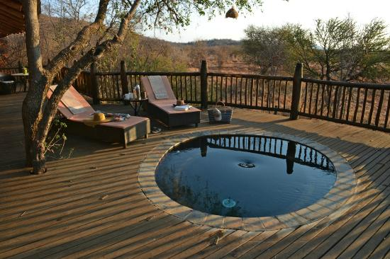 Etali Safari Lodge: Each suite contains it's own private splashpool and game viewing deck.