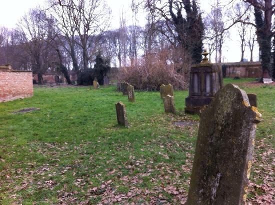 Cimitero Ebraico di Ferrara: Giardini solitari