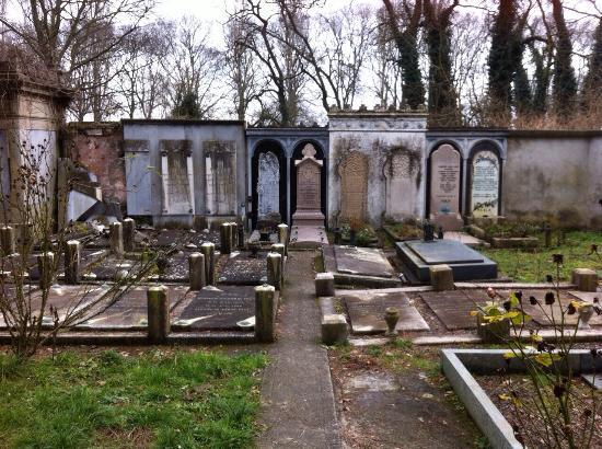 Cimitero Ebraico di Ferrara: Antiche lastre tombali
