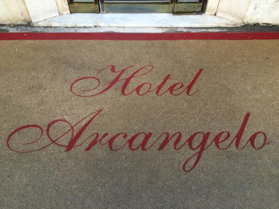 هوتل أركانجيلو: Entrada