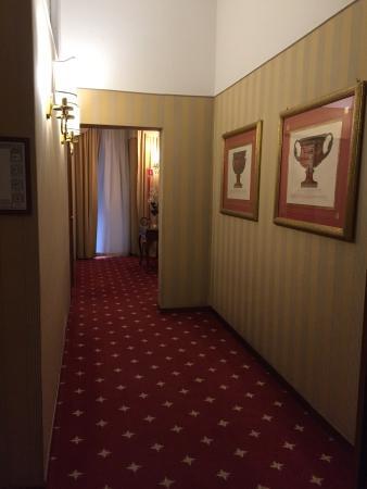 Hotel Arcangelo: Pasillo