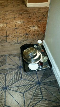 Hilton Orlando Lake Buena Vista: This was in the hall at 5pm and still there at 5am just saying