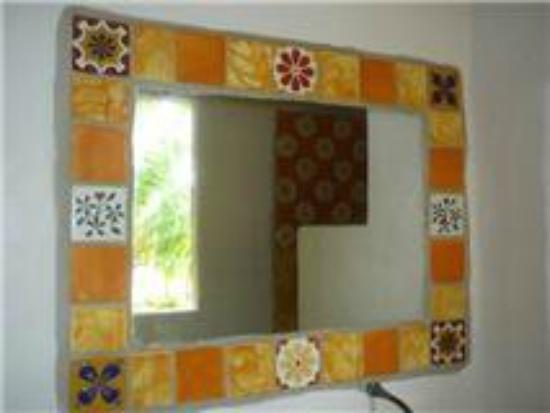 Espejos artesanales con talavera mexicana picture of for Espejos artesanales