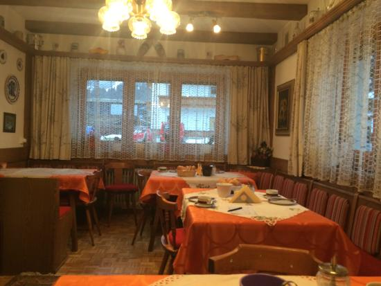 Haus Mary : The breakfast room