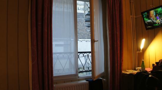 Hôtel Bellevue Paris Montmartre: La finestra della camera