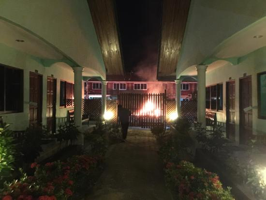 Chaokoh Phi Phi Hotel & Resort: DANGEROUS fire next to our room