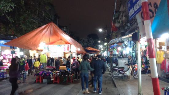 Calypso Suites Hotel: night market