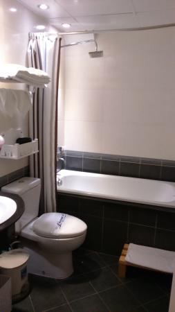 Calypso Suites Hotel: toilet