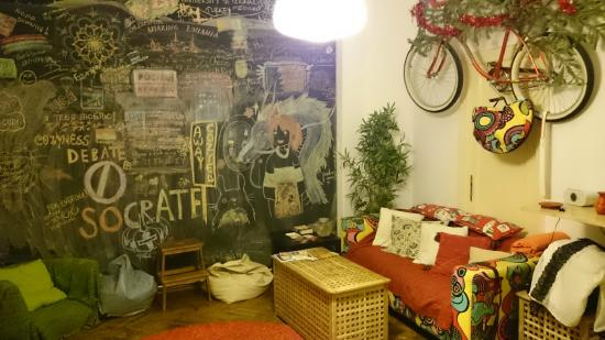 The Cozyness Downtown Hostel: Chill area