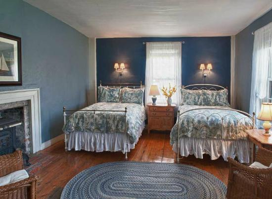 Pilgrim's Inn : Room 1 on the first floor is perfect for those needing two beds