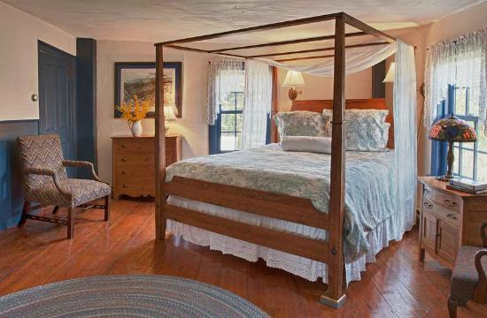 Pilgrim's Inn: Room 4 is a large room on the second floor with a king bed and large bathroom