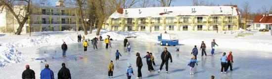 Fern Resort: Skating on the lake at Fern