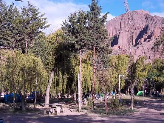 Amplia zona de acampe bild fr n complejo el jardin for Camping el jardin tilcara